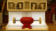 Tredie og sidste step inden polermaskinen er færdig bliver stænkskærmen, der skal sikre at der ikke er to sorte streger op ad væggen når man slukker maskinen. Som det fremgik […]