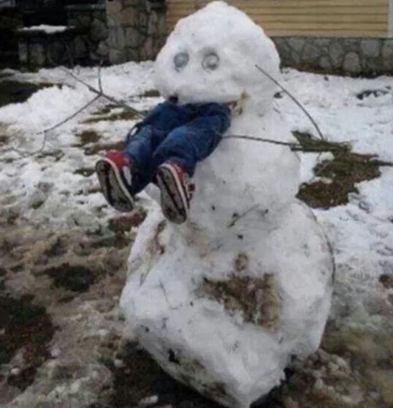 Snemand spiser et barn